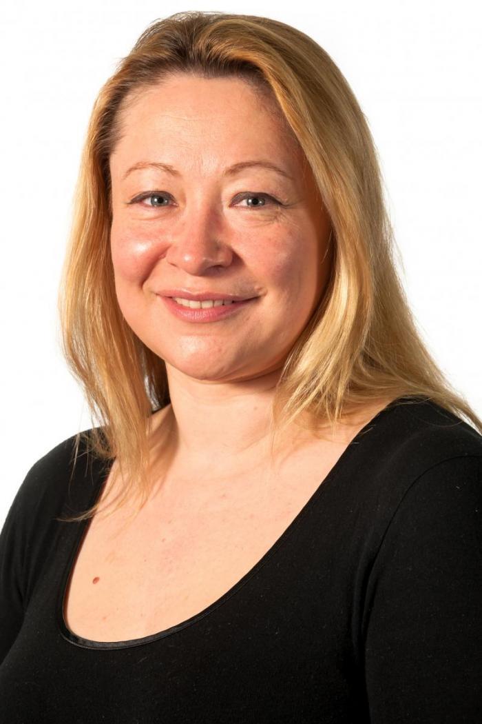 Pippa Hawes headshot