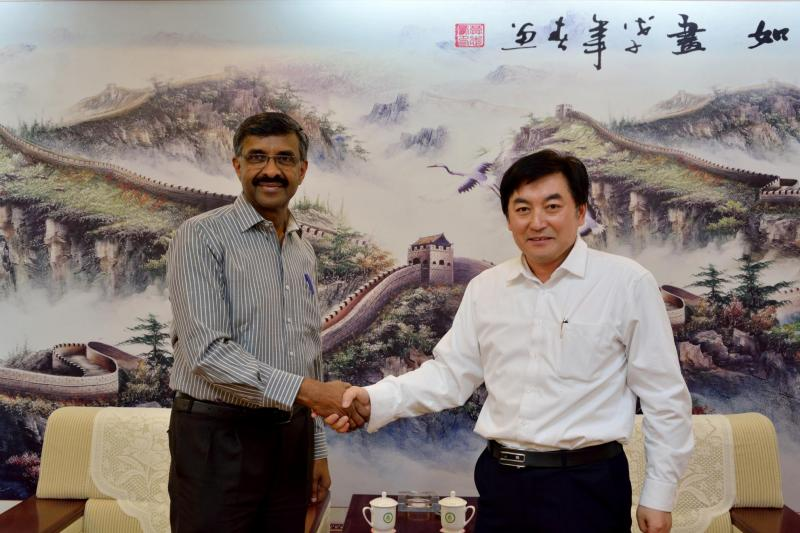 Prof Venu Nair and Dr Zhiqiang Shen CERAD Newton fundUK-China Centre of Excellence for Research of Avian Diseases (CERAD)