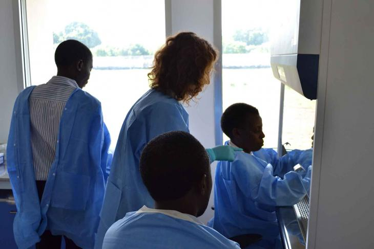 Pirbright Scientists training in CIDB lab